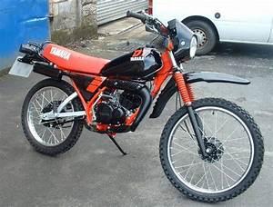 Moped 50ccm Yamaha : yamaha dt50mx bromfiets rood zwart 50cc scooters 50cc ~ Jslefanu.com Haus und Dekorationen