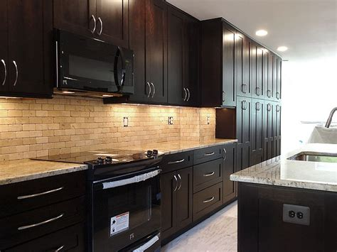 kitchen tiles pics travertine subway tile with expresso wellborn cabinet 3350