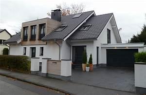 Einfamilienhaus Mit Garage : einfamilienhaus mit beleuchteter garage ~ Eleganceandgraceweddings.com Haus und Dekorationen
