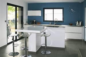realisation cuisines prestation construction maison la With cuisine blanche et bleue