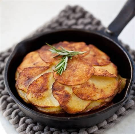 skillet potatoes buttery skillet potato cake go bold with butter