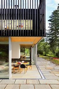 maison moderne avec grandes fenetres baies vitrees et With good rideau pour terrasse exterieur 4 store vertical exterieur pour fenetres avec vue sur balcon