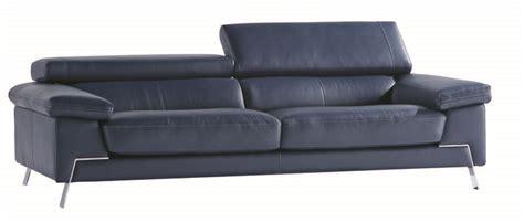 canapé cuir bleu les plus beaux canapés en cuir femme actuelle