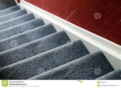 escalier avec le tapis images stock image 30756134
