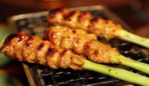 Sate lilit bali sendiri umumnya dibuat dari daging cacah yang telah dibumbui, kemudian dililitkan pada batang sereh. Resep Sate Lilit Ikan Dori Yang enak Dan Begitu Praktis