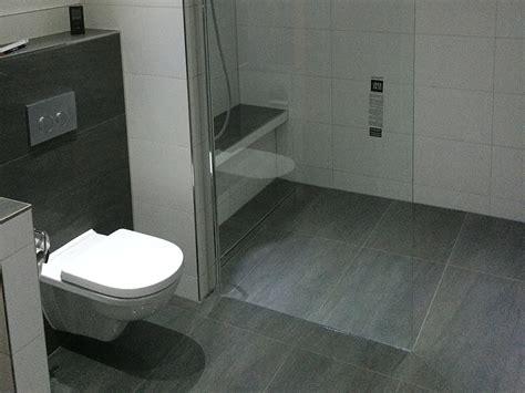 Bad Mit Begehbarer Dusche by Mabo Bad Fliesen 72336 Balingen Badplanung Sanit 228 R