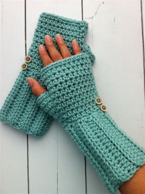 crochet fingerless gloves 1000 images about knit crochet fingerless gloves on pinterest ravelry lace gloves and