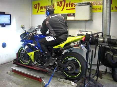 Ben Spies Sur Circuit Avec La Yamaha R1 2012 50th Anniv