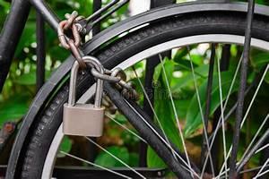 Welche Feile Für Welche Kette : sicherheitsschloss und kette welche die fahrradfelge blockieren stockfoto bild von stra e ~ Orissabook.com Haus und Dekorationen