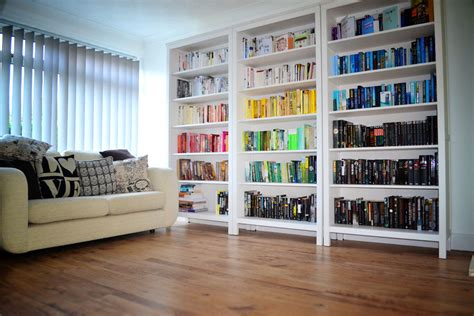 Bookshelves :  Tips For Colour Coding Your Bookshelves