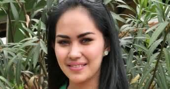 Kumpulan Foto Bugil Kartika Putri Terbaru Download Video