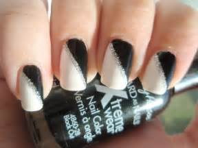 Black and white acrylic nail art : Black and white nail art designs