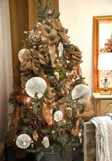 burlap themed christmas tree christmas trees decorated with burlap holiday ideas pinterest christmas trees burlap bows