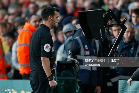 Yellow Card Photos and Premium High Res Pictures - Getty ...