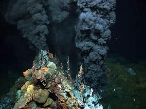Exploring hydrothermal vents at Azores archipelago • Mares ...