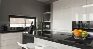 wohnzimmer mit essecke gestalten moderne küchen farben dekoration inspiration innenraum und möbel ideen