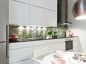 fliesenspiegel küche glas küchenrückwand aus glas der moderne fliesenspiegel sieht so aus