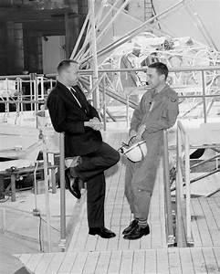 MERCURY ASTRONAUTS ALAN SHEPARD & GUS GRISSOM IN 1960 ...