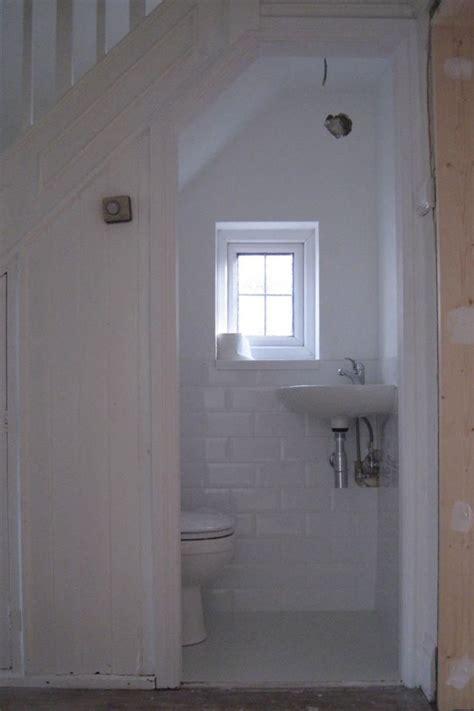 konsep kamar mandi  bawah tangga  unik  nggak