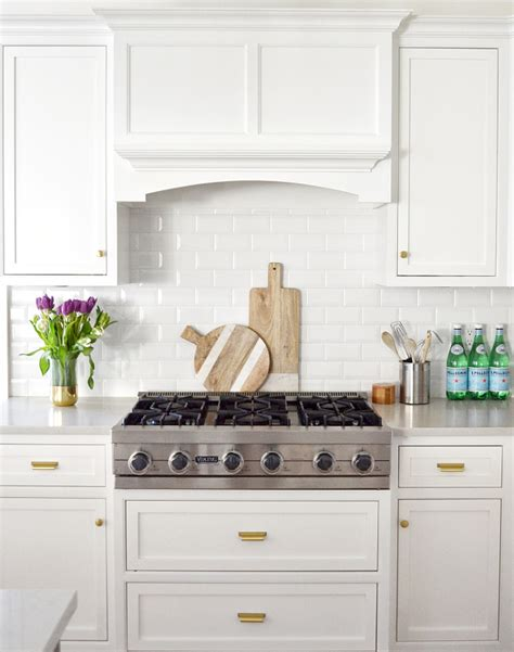benjamin moore simply white cabinets beautiful homes of instagram home bunch interior design 321 | Benjamin Moore Simply White. Kitchen renovation Benjamin Moore Simply White. The cabinets were sprayed Benjamin Moore Simply White to match the walls BenjaminMooreSimplyWhite