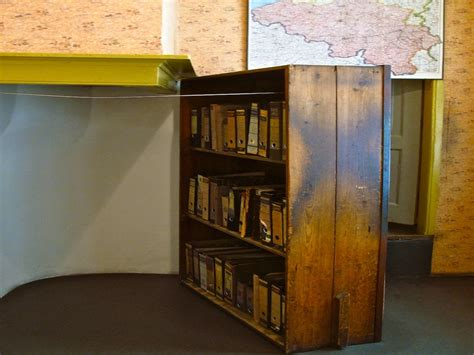 anne frank bookcase anne frank attic anne frank house