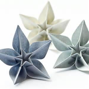 un origami facile fleur 224 offrir ou pour vous amuser tout en cr 233 ant de belles choses