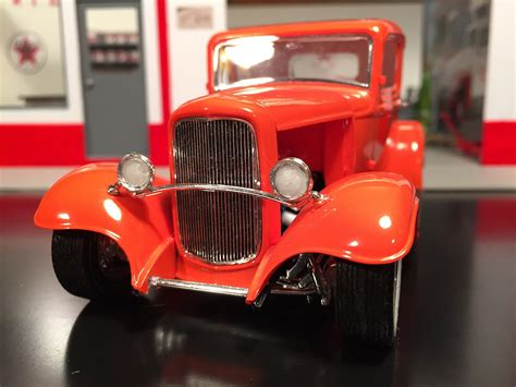 1932 Ford 5 Window Coupe -- Plastic Model Car Kit -- 1/25 ...