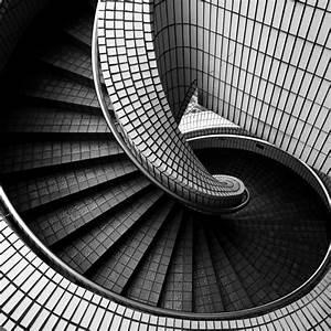 Gewendelte Treppe Berechnen : gewendelte treppe fliesen das sollten sie bedenken ~ Frokenaadalensverden.com Haus und Dekorationen