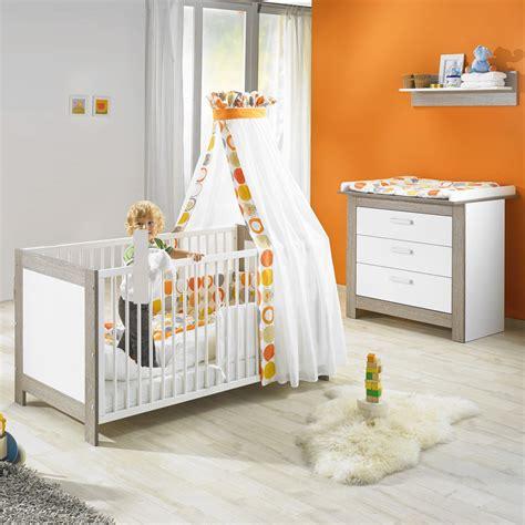 store pour chambre bébé chambre bébé duo marléne lit et commode cérusé blanc de