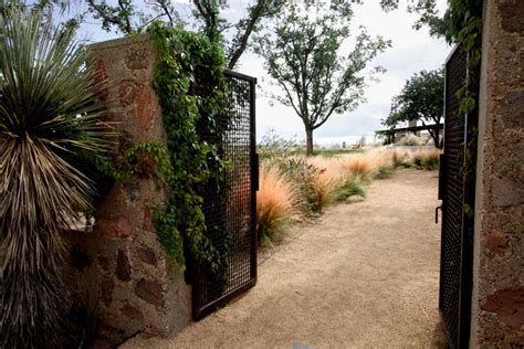 stone fence ideas hgtv