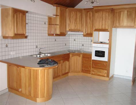 poign馥s placard cuisine modele placard de cuisine en bois isolant caisson volet roulant exterieur