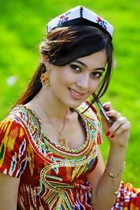 Uyghur girl, whose living as the slaves on their thousands ...