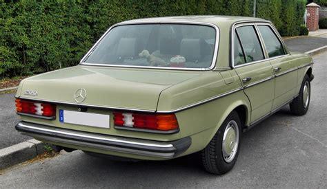File:Mercedes 200 (W123) 20090812 rear.JPG - Wikimedia Commons