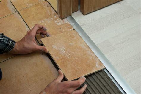 Come avviene la messa in posa delle piastrelle in ceramica