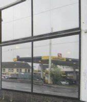 Sichtschutz Für Fensterscheiben : sichtschutz mit milchglas spiegelfolie einblicke durch glas verhindern ~ Markanthonyermac.com Haus und Dekorationen