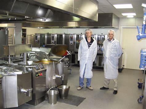 cuisine hopital aco dans la cuisine industrielle de l hôpital onze lieve