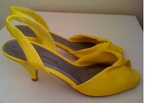 Ask the Stylist – How to Wear Bright Yellow Sandals