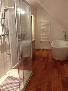salle de bain With douche parquet