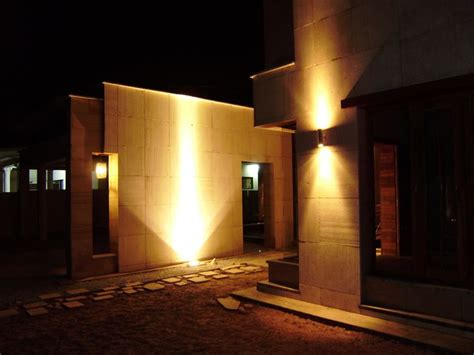 Led Lights For Room In Pakistan by House With Exterior Lighting I Like The