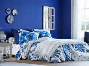 10 nuances de bleu pour decorer sa chambre for Salle À manger contemporaineavec lit À eau