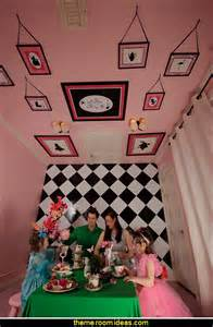 Alice In Wonderland Bedroom Decor by Decorating Theme Bedrooms Maries Manor Alice In Wonderland