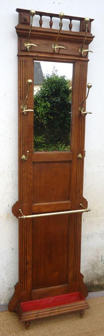 porte manteau bois ancien ancien porte manteau et porte parapluie mural en bois pour entr 233 e avec un miroir et quatre