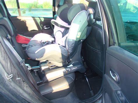 siege isofix renault izi kid combi x3 isofix la sécurité auto vaut aussi pour