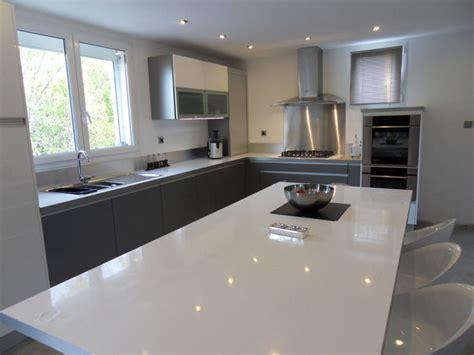 cuisine grise plan de travail blanc cuisine blanc plan de travail gris cuisine nous a