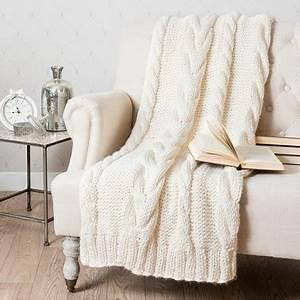 Plaid Maison Du Monde : plaid tricote blanc casse en bout de lit maisons du monde ~ Teatrodelosmanantiales.com Idées de Décoration