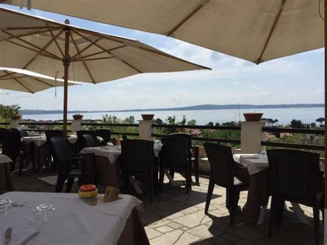 le terrazze sul lago trevignano romano salottino interno foto di ristorante le terrazze sul