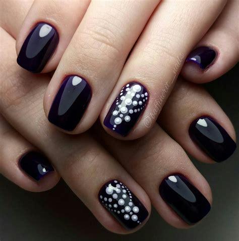 Hay infinidad de diseños para decorar tus uñas, desde algunos muy sencillos y otros bastante complejos. Uñas negras 2018 | Uñas 2018
