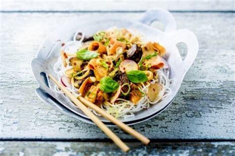 cuisiner vermicelle de riz recette de vermicelles de riz sautés au boeuf satay et
