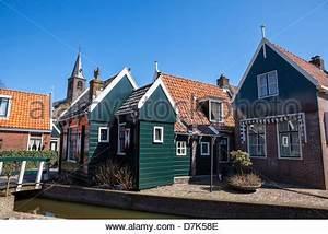 Häuser In Holland : typische holl ndische haus und kirche in makkum friesland holland stockfoto bild 28746356 alamy ~ Watch28wear.com Haus und Dekorationen