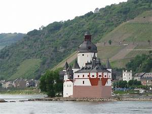 TOUCHING HEARTS: FAIRYTALE CASTLES - RHINE VALLEY